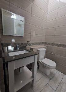 homestyle-living-by-the-sea-bathroom (1)